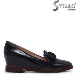 Pantofi dama cu toc inclinat din lac de culoare albastru - 35423