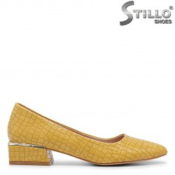 Pantofi dama de culoare galben cu toc jos si imprimanta croco – 35968