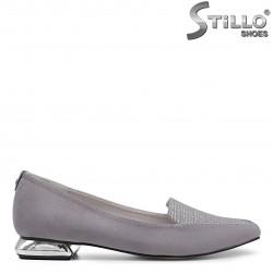 Pantofi dama de culoare gri cu toc jos metalic – 35973