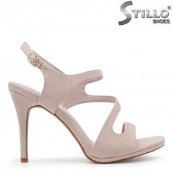 Sandale pentru absolvente din velur de culoare roz -35988