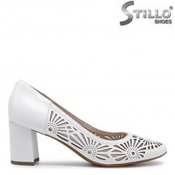 Pantofi dama de culoare alb si cu perforatie florala– 36010