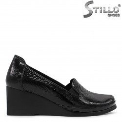 Pantofi dama din lac cu platforma mijlocie - 36170