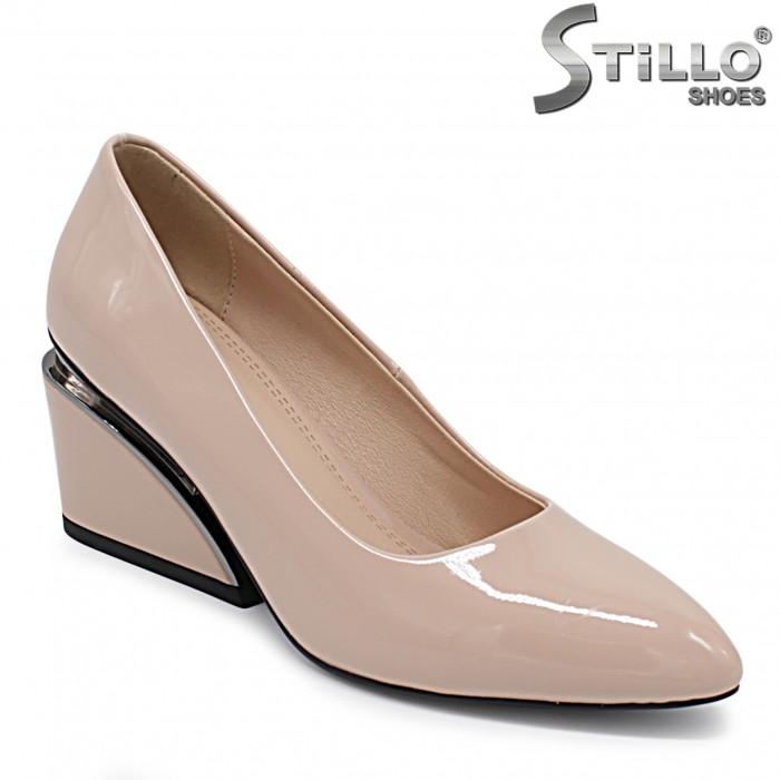 Pantofi dama de culoare bej cu toc mijlociu - 36340