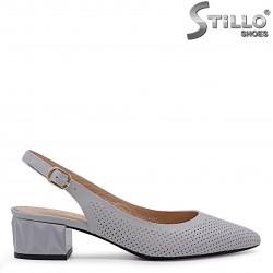 Pantofi de culoare gri din piele naturala si cu perforatie – 36551