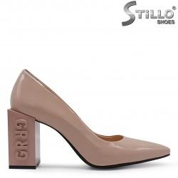 Pantofi dama de culoare bej din lac natural si cu toc modern - 36554