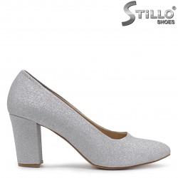 Pantofi dama cu brocart de culoare argintiu si cu toc – 36558