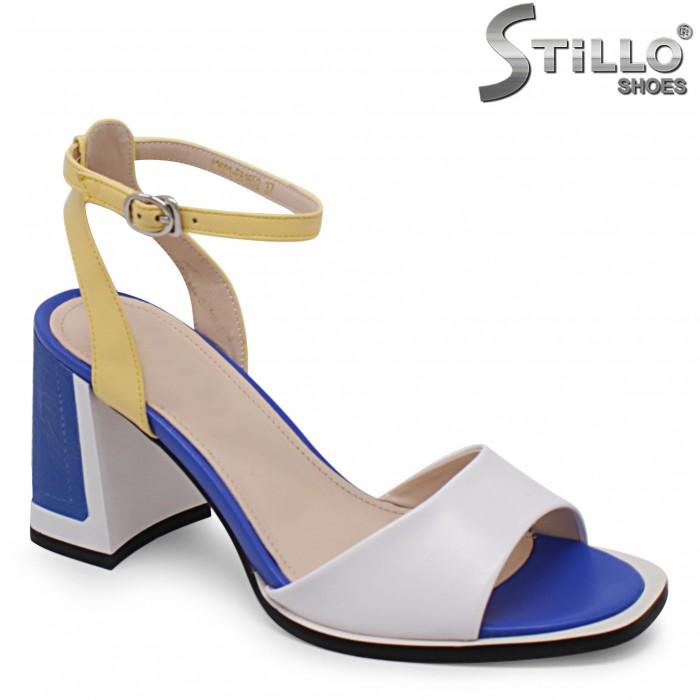 Sandale dama cu toc gros de culoare alb albastru si galben – 36574