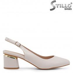 Sandale dama de culoare bej cu partea din fata acoperita si cu toc – 36587