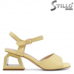 Sandale dama moderne de culoare galben cu toc - 36731