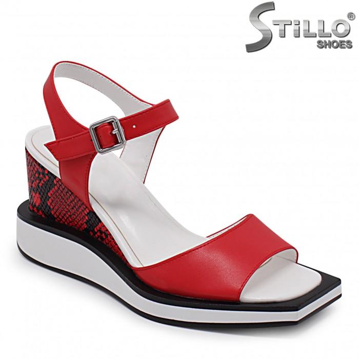 Sandale dama de culoare rosu cu platforma si imprimanta tip sarpe – 36785