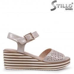 Sandale dama pe platforma de culoare auriu perlat – 36873