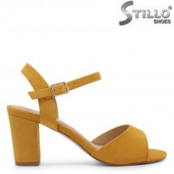Sandale din velur de culoare mustar - 36877