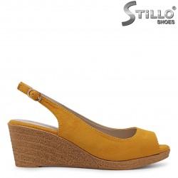 Sandale dama pe platforma din velur de culoare mustar – 36879