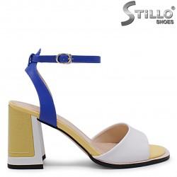 Sandale moderne cu toc de culoare alb galben si albastru – 36883