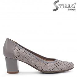 Pantofi de culoare gri din piele naturala si cu perforatie – 36908