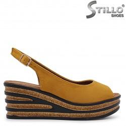 Sandale din velur cu talpa pluta de culoare mustar -36929