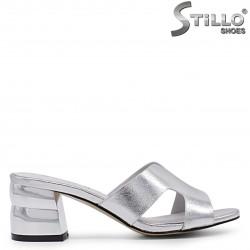 Papuci dama argintii cu toc gros – 36938