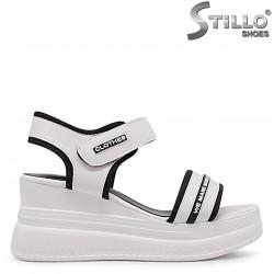 Sandale cu platformă  tip sport de culoare alb cu  inscripții - 36957