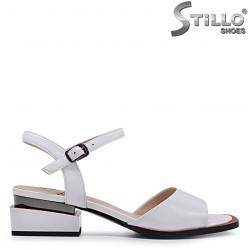 Sandale din piele naturala  cu accent de culoare rosu – 36963