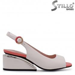 Sandale cu toc din piele naturala de culoare bej si coral – 36980