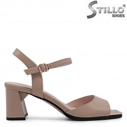 Sandale de culoare bej din piele naturala si cu toc mijlociu – 36983
