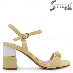 Sandale de culoare galben din piele naturala si cu decoratie – 36991