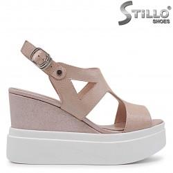33, 34 Marimi -  Sandale roz cu platforma -  37015