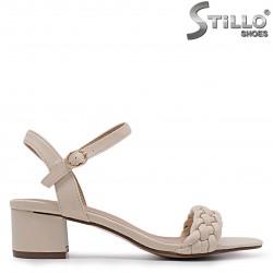 Sandale dama de culoare bej cu toc mijlociu – 36951