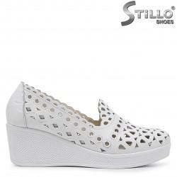 Pantofi de culoare alb cu platforma din piele naturala – 37063