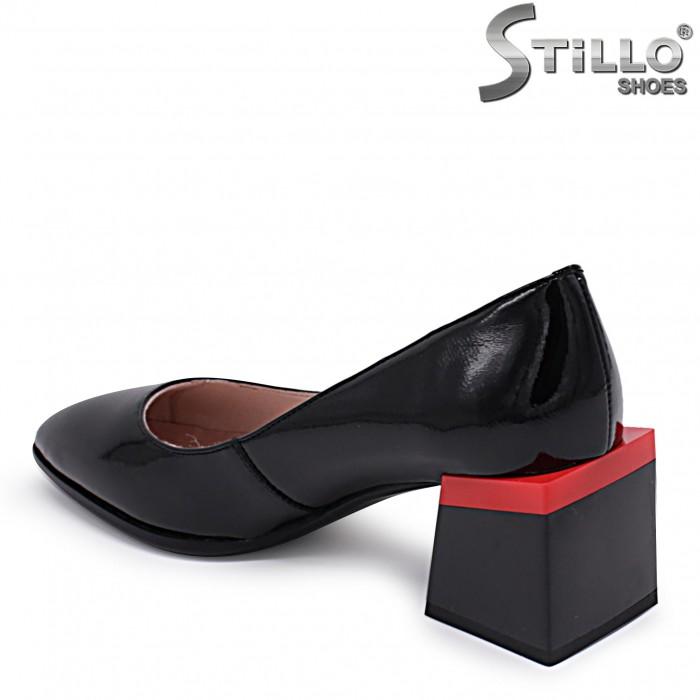 Pantofi dama din lac cu toc mijlociu si cu rosu – 37099