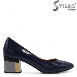 Pantofi dama de culoare albastru din lac natural si cu toc colorat – 37101